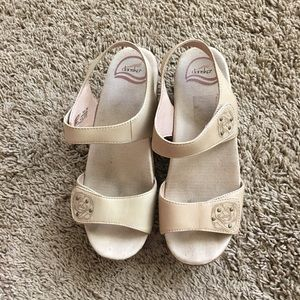 Dansko Shoes - Dansko sandals sz 39 EUC